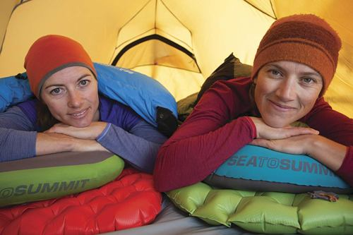 how does self inflating sleeping pad work